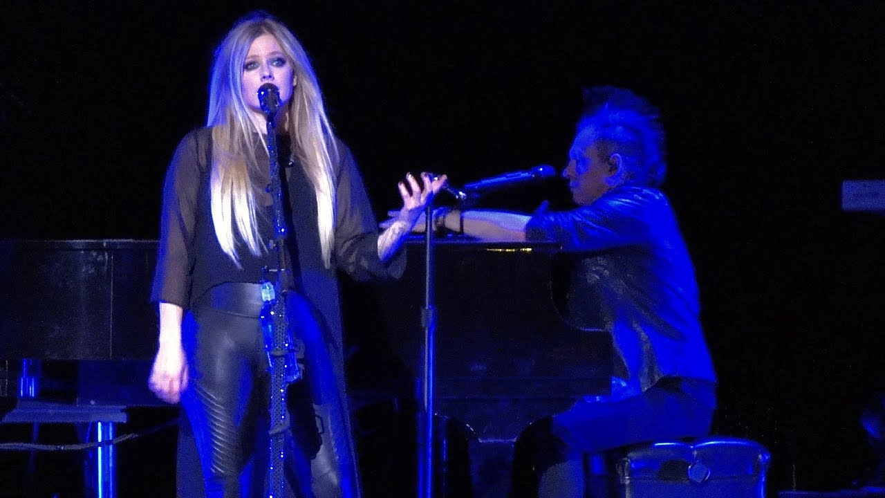 Avril Lavigne, Breakaway (live debut), Fox Theater