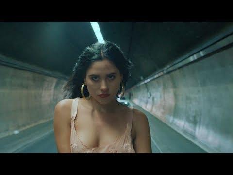 Смотреть клип Eliza - Alone & Unafraid