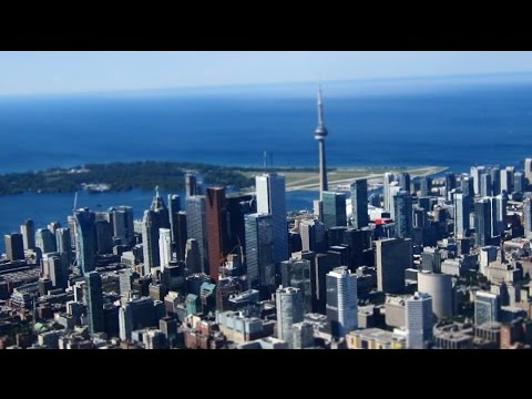 CN Tower Tour from Waterloo (CYKF) in a Diamond DA40 with AT