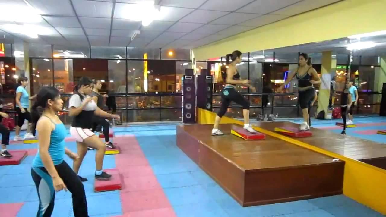 Full body con la profesora carmen villegas en el gym zeus for Gimnasio zeus