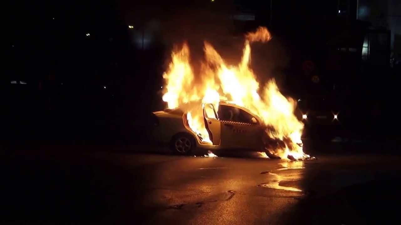 """Резултат с изображение за """"горяща кола"""""""""""