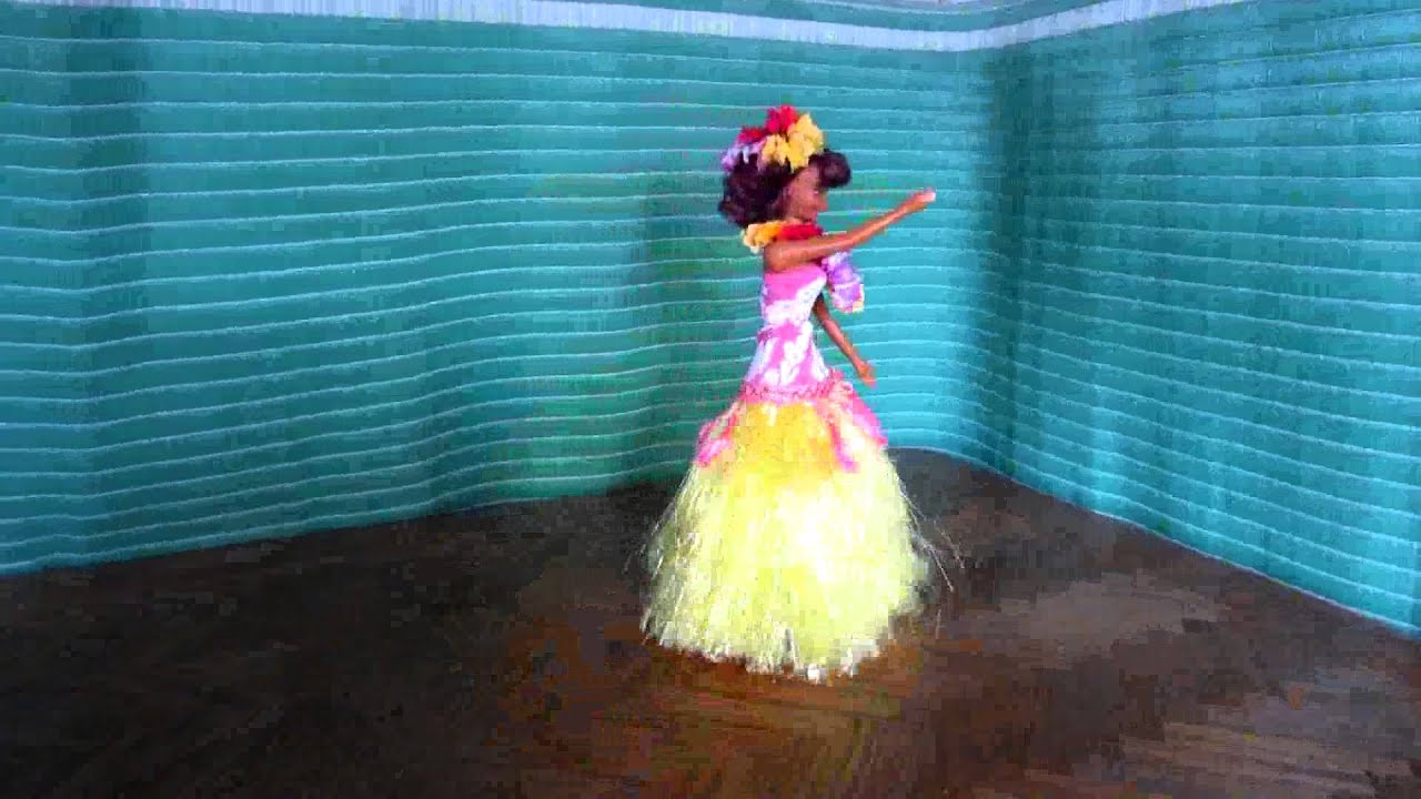 270505c16c63 ALOHA QUEEN MUSICAL AND DANCING DOLL - YouTube
