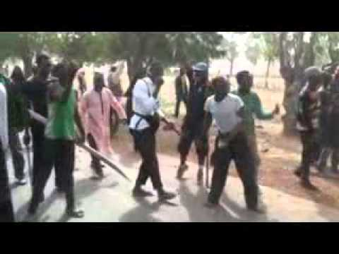 Video: Nigerian Army officers begging Shiite members who barricaded the road in Zaria