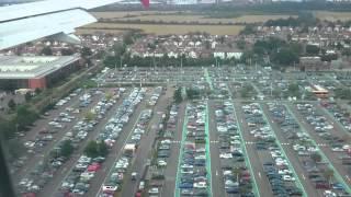 Скачать Landing In London Heathrow Airport Over London