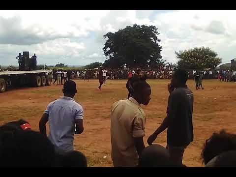 Download Daliso Mwana was mukomboni performs  in Petauke with Jerabo dancers