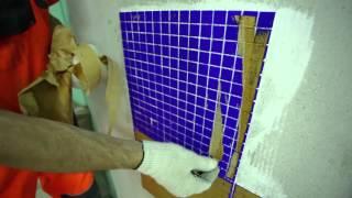 5. Очистка плитки от бумаги: Укладка мозаичной плитки. Крепс Усиленный Белый