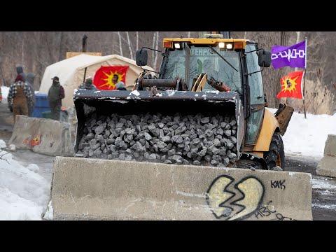 Kahnawake reinforces barricades