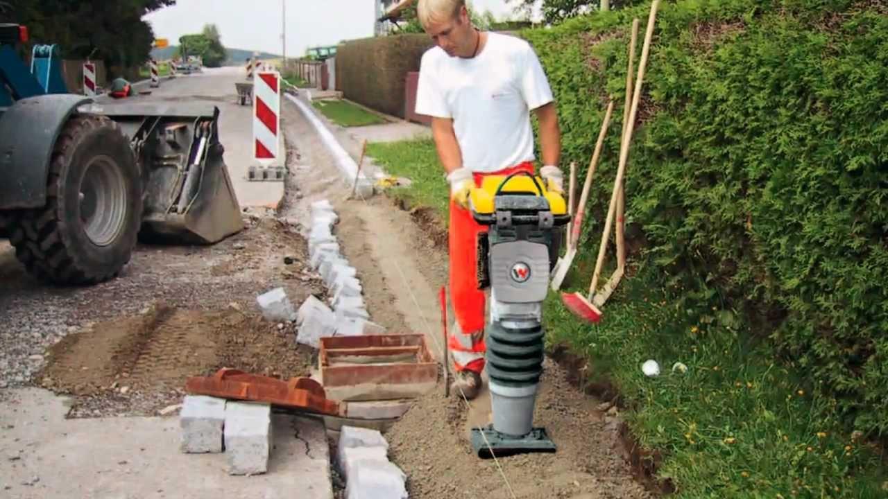 Уплотнение почвы при помощи вибротрамбовки