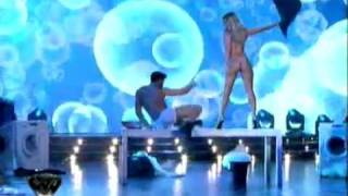 Repeat youtube video El strip dance de Jimena Barón