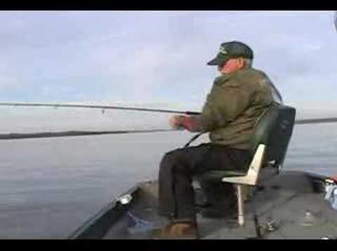 Winter time crappie fishing on kentucky lake youtube for Kentucky lake crappie fishing report