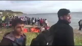 مؤثر جدا موال حزين على شواطئ اليونان من حنجرة شاب سوري (يا بحر عطفك علينا)
