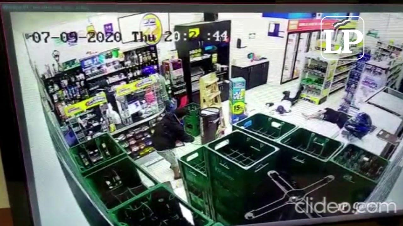 Tres sujetos asaltan tienda de conveniencia en San Judas y se llevan dinero y celulares
