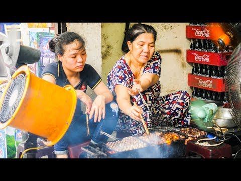 HUGE Vietnamese Street Food Tour in Hanoi, Vietnam! UNBELIEV