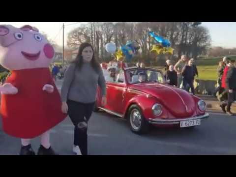As Súas Maxestades paséanse por Begonte en vehículos clásicos