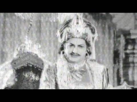 Sri Krishnadevaraya Pattabhishekam Scene - N.T. Rama Rao, Gummadi