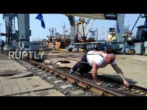 Russia: Strongman Savkin pulls 312 ton port crane for 1.5 metres