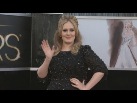 The Oscars 2013: Adele's in black on the Oscars red carpet