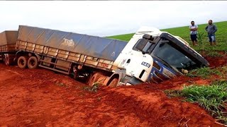 Extremely Dangerous Truck Driving Skills ! Truck Crossing Muddy Road & River