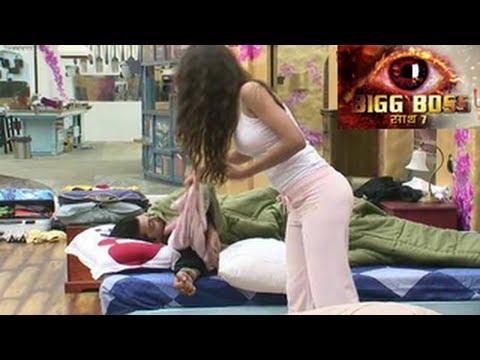 Bigg Boss 7 Kushal SLEEPS with Gauhar in...