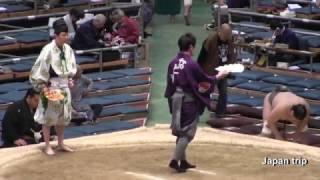 呼出し 啓輔 2017大相撲大阪春場所 タージンが見切れる?