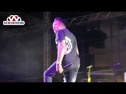 Mr Real teaches Ghana the 'legbegbe' dance at AFRIMA concert in Accra