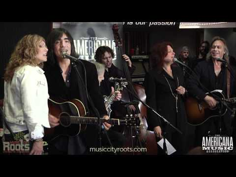 """The Weight"" - Levon Helm, Jim Lauderdale, Roseanne Cash at 2011 Americana Awards Nominee Event"