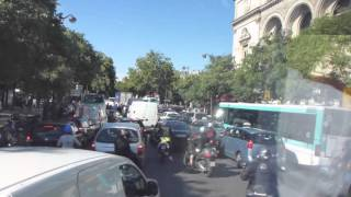 La circulation en heure de pointe à Place du Châtelet à Paris
