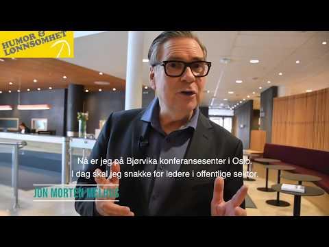Jon Morten Melhus holder foredrag for ledergruppe og forteller om AMIGO og begeistringsledelse.