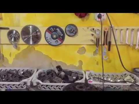 Baghdad artists working in scrap