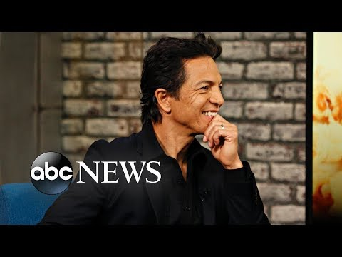 'Coco' star Benjamin Bratt sings 'Remember Me'