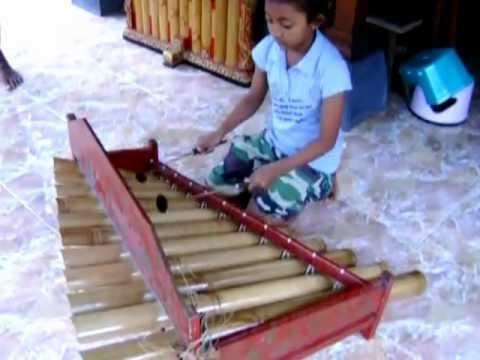 Balinese Music tingklik played by Father+daughter in Ubud Bali