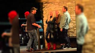 blake shelton and gwen stefani dance kiss and laugh in public
