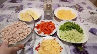 Салат с ананасами и курицей.