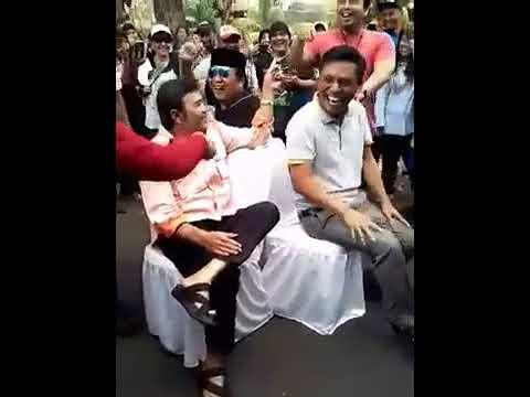 Heboh... H.Rhoma Irama vs H.Mansyur S beradu cepat lomba duduk kursi.