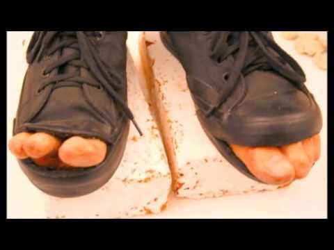 e26d4702 los naufragos zapatos rotos - YouTube