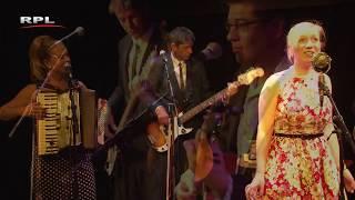 Surabaja -  Charlotte Welling en Trio Dobbs (foto)