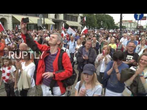 Poland: Hundreds rally demanding Duda veto judicial reform in Warsaw