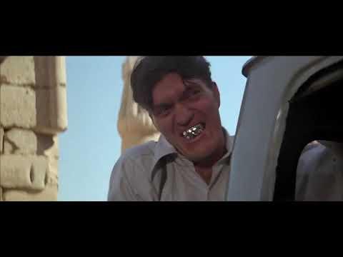 James Bond - Jaws destroying a van