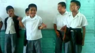 """(altepexi)alumnos de  la primaria cantando """"el aventurero"""""""