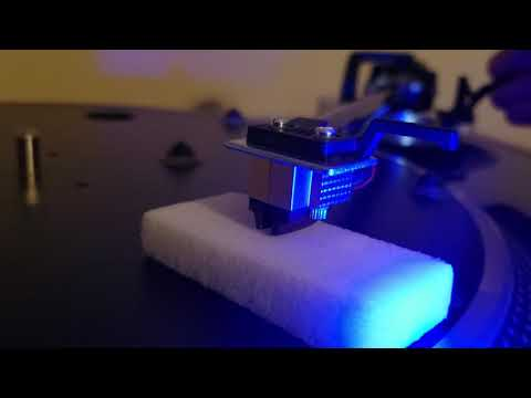 Turntable Stylus cleaning with Magic Eraser