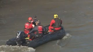 Congaree River search affects traffic on Gervais Street Bridge in Columbia, SC: raw video