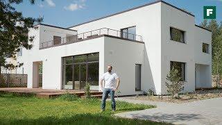 Современный дом с плоской кровлей для растущей семьи