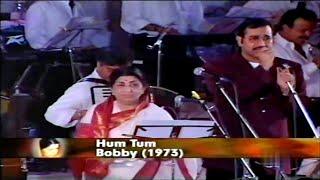 Download lagu Hum Tum Ek Kamre Mein-Lata Mangeshkar,Sudesh Bhosle [Shradhanjali Concert]