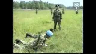 Стрельба из боевого оружия. Обучение принятию положения для стрельбы лежа. АК