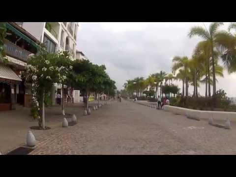 A Walk Along Downtown Puerto Vallarta's Ocean Boardwalk!