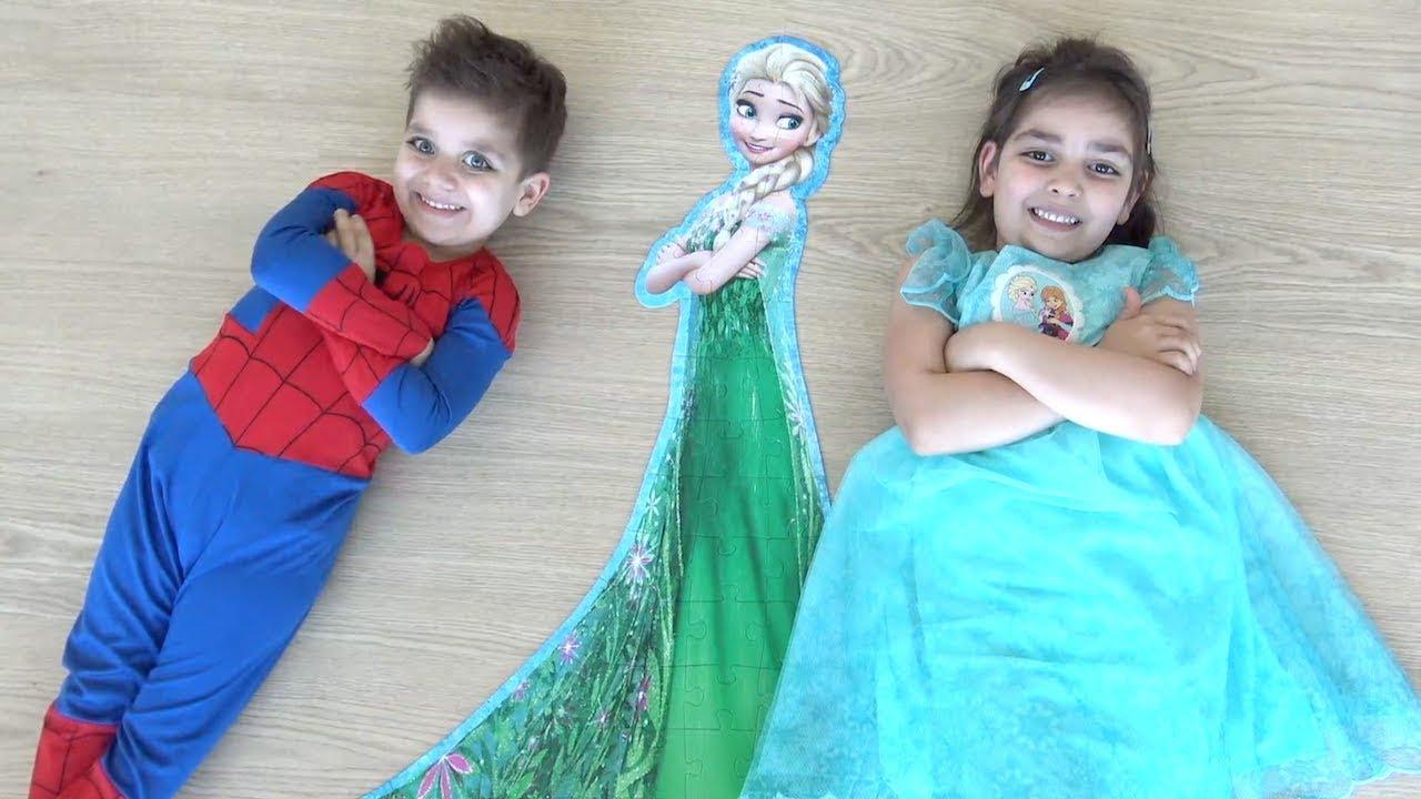 Elsa Kostümü giyen Azra Spiderman Selim ile Johny Johny Yes Papa Dev XL Elsa Puzzle'ımı Sen mi aldın