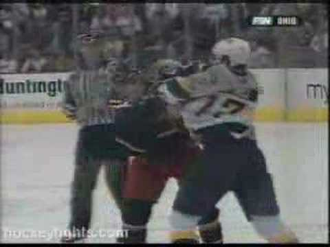 Scott Harnell vs Dan Fritsche(hockey fight)