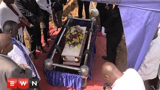 Various organisations and community members gathered in support of the Chauke family as their three-year-old daughter was laid rest on Wednesday.  Click here to subscribe to Eyewitness news: http://bit.ly/EWNSubscribe  Read full article on Eyewitness news: http://ewn.co.za/2016/12/07/everlate-chauke-laid-to-rest   Like and follow us on: http://bit.ly/EWNFacebook AND https://twitter.com/ewnupdates   Keep up to date with all your local and international news: https://ewn.co.za    Produced by: Kgothatso Mogale