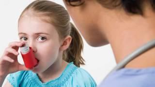 видео Признаки бронхиальной астмы у детей (школьного возраста): приступ и кашлевая форма