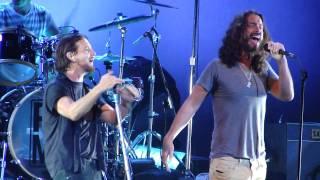 Jeffgarden.com - PJ20 Pearl Jam Concert Temple of the Dog Hunger Strike HD 9/3